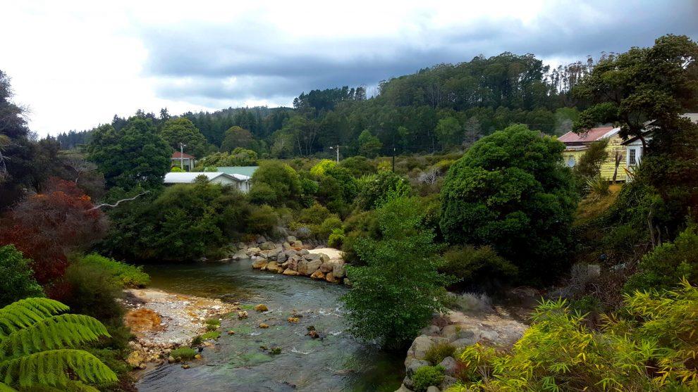 le village de whakarewarewa en nouvelle-zélande