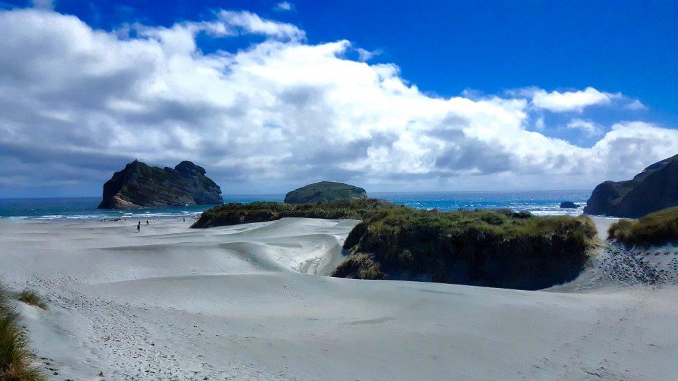plage wharariki beach